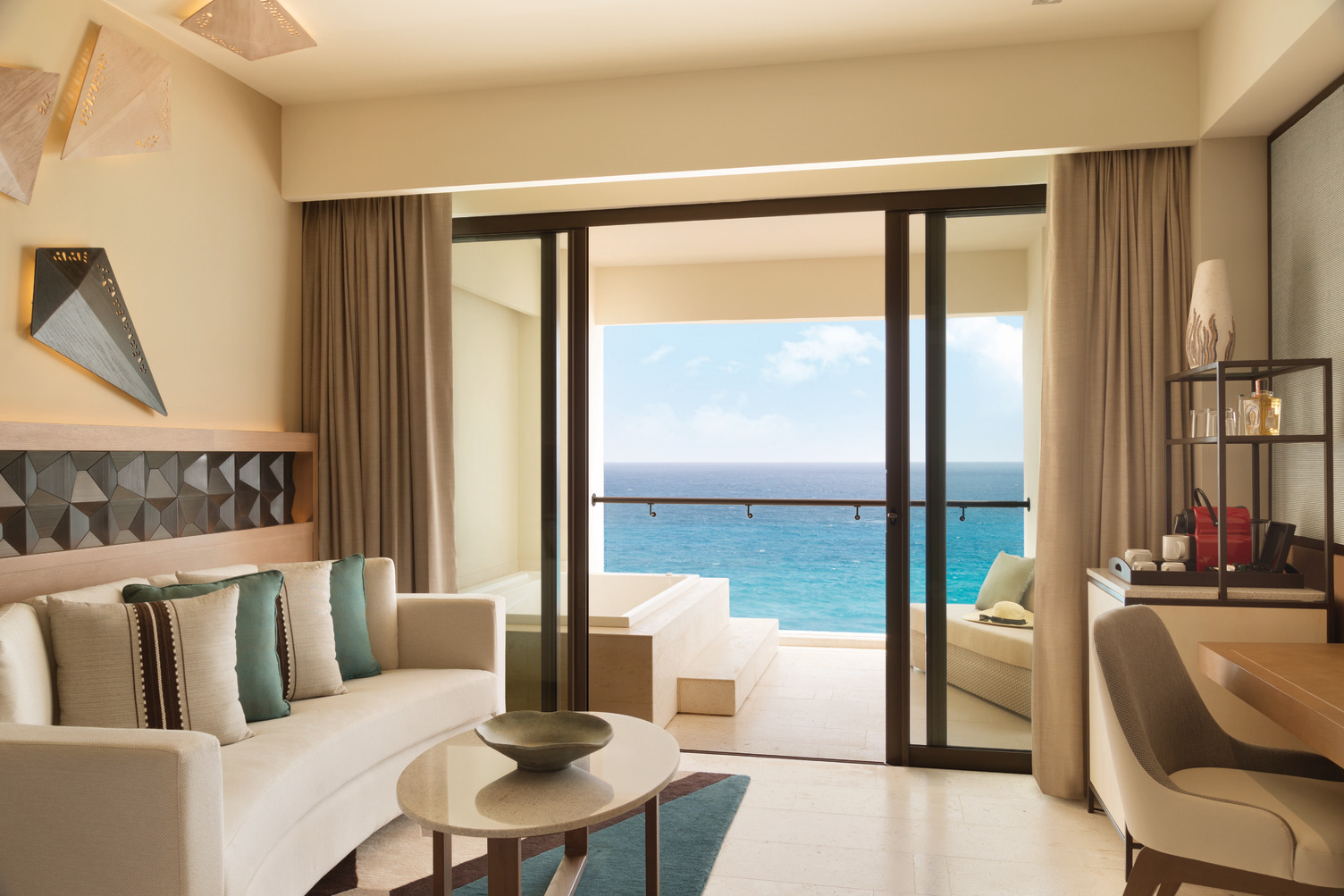 Turquoize-Ocean-Front-Master-King-View